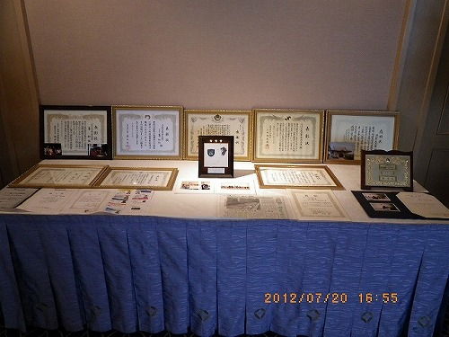 0-4最近授与された各種感謝状・記念品展示.jpg